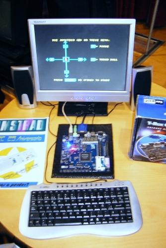 Kit de desarrollo para Amstrad CPC. No se ve bien, pero tiene un slot para tarjetas de memoria Compact Flash.