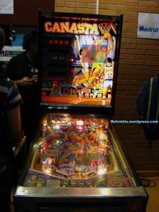 "El famoso pinball ""Canasta""."