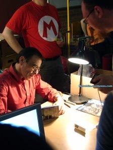 Mario fustigaba a Alfonso si no firmaba autógrafos suficientemente deprisa :(