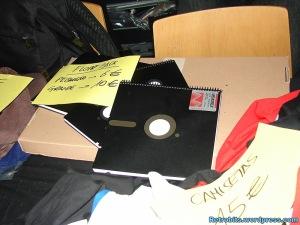 Almacena información, es flexible y no es un disquete... se llama cuaderno.