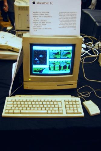 """Así eran los Mac antes de tener carcasas """"glossy"""" semitransparentes y diseños """"sexys"""" de la muerte."""